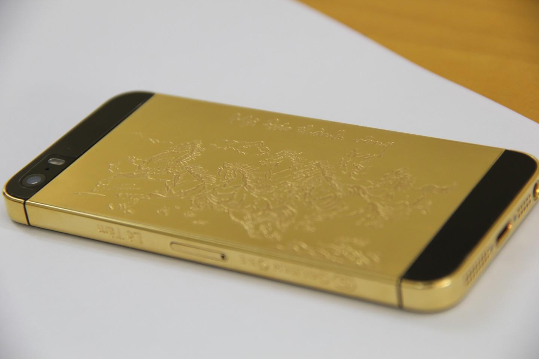 Vỏ iPhone 5 5S mạ vàng 24K phiên bản Mã Đáo Thành Công - suachua60s.com